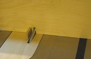 Box joint jig - Cutting the second              slot in the fence.