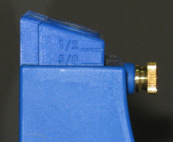 Adjust the guide block for the thickness of the workpiece.