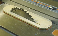 Table saw splitter - Align the slot in the insert with the blade.