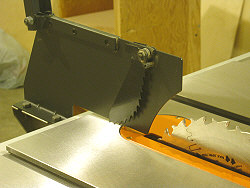 Table saw splitter - Stock splitter assembly.