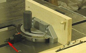 Box joint jig - Align the back fence to the blade.
