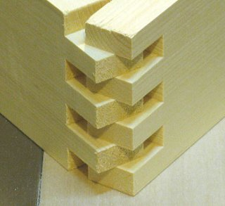 Box joint - the fingers              provide a wide gluing area.