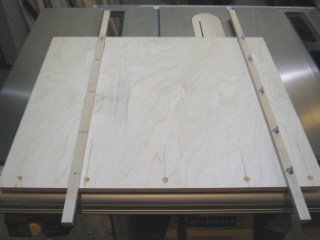 Crosscut sled - Countersunk holes for fence.