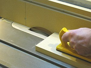Router table fence - cutting a rabbet in the upright fence face.